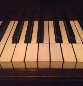 The keys await… (Maybe if they were cleaner I'd be more likely to play them.)